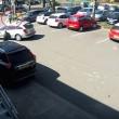 YOUTUBE La investe mentre le ruba auto: pensionata finisce su sedia a rotelle5
