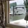 Yacht lusso cerca di attraccare: prima colpisce banchina, poi altre barche2