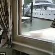 Yacht lusso cerca di attraccare: prima colpisce banchina, poi altre barche