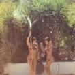 VIDEO Belen e Cecilia Rodriguez: il ballo col tubo della doccia...