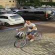 Ladri di biciclette ripresi dalle telecamere: li riconoscete? FOTO02