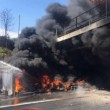 Incidente A1: pullman turisti in fiamme, tutti illesi