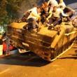 Golpe Turchia, civili sfidano militari e carri armati a petto nudo FOTO