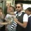 YOUTUBE Gonzalo Higuain all'aeroporto di Torino: pollice in alto e sciarpa Juve2