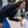 YOUTUBE Kate Middleton consola Prince George, ma la gonna...2