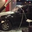 Schiaccia acceleratore anziché freno: suv nel McDonald's, 2 morti 2