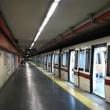 Roma, si butta sotto la metro: stop stazione Colli Albani