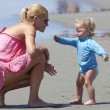 Michelle Hunziker di nuovo incinta? Intanto al mare rimane senza... 7