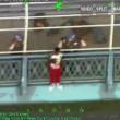 VIDEO YOUTUBE Tenta di gettarsi dal ponte di Manhattan e rimane appeso 2