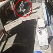 Col machete entra in un McDonald's di Londra3