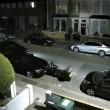 Ladro d'auto scappa dalla polizia in retromarcia