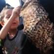 Liberata da Isis, si toglie niqab: figlio prova a fermarla3