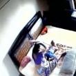 YOUTUBE Madre picchia la figlia neonata: ripresa dalle telecamere 4