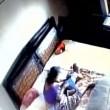YOUTUBE Madre picchia la figlia neonata: ripresa dalle telecamere 5