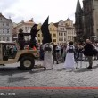 YOUTUBE Praga, attacco Isis in centro ma è...la destra islamofoba2