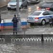 Mosca, non pioveva così da 130 anni: strade e auto sommerse9