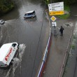 Mosca, non pioveva così da 130 anni: strade e auto sommerse8