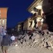 Terremoto, bilancio aggiornato: 241 morti, 215 estratti vivi