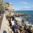 Ventimiglia, migranti sfondano confine: a nuoto fino in Francia, occupano scogliera05