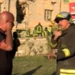 Terremoto, giornalista Tg3 disturba soccorsi: vigile gli dice di fare silenzio ma...