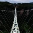 Cina, il ponte di vetro dei record chiude troppi visitatori3