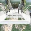 Cina, il ponte di vetro dei record chiude troppi visitatori4