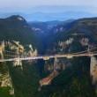 Cina, il ponte di vetro dei record chiude troppi visitatori2