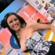 Daniela Crudu, ballerina rumena balla in tv e il décolleté va giù