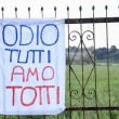 Francesco Totti, striscione su gru a Trigoria 10