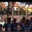 Pisa, calciatori festeggiano con tifosi fuori dallo stadio8