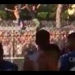 Pisa, calciatori festeggiano con tifosi fuori dallo stadio13