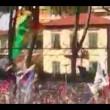 Pisa, calciatori festeggiano con tifosi fuori dallo stadio15