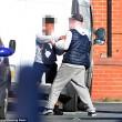 Manchester: baby gang in preda all'alcol uccide conigli, buca gomme, rompe finestre5
