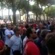 Pisa, calciatori festeggiano con tifosi fuori dallo stadio6