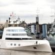 Mega yacht oligarca russo costretto a restare a largo: non entra in porto05