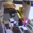 VIDEO YOUTUBE Automobilista impaziente, esce da traghetto e finisce in acqua 3