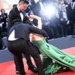Mostra del Cinema di Venezia, attrice cinese Liang Jingke cade sul red carpet FOTO 2