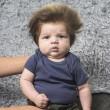 Junior star del web a 2 mesi grazie ai capelli foltissimi 2