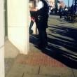 Londra, poliziotto trascina tredicenne per i capelli7