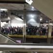 YOUTUBE Boston, fumo nella metropolitana: passeggeri sfondano finestrini03