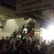 YOUTUBE Boston, fumo nella metropolitana: passeggeri sfondano finestrini02