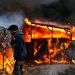 Calais, migranti sgomberati dalla Giungla dopo notte di scontri e tensioni con la polizia FOTO VIDEO