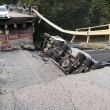 Milano-Lecco: crolla cavalcavia su statale 36, tir finisce su auto: un morto2