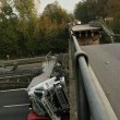 Milano-Lecco: crolla cavalcavia su statale 36, tir finisce su auto: un morto