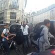 Decine ciclisti passano col rosso a Londra pedoni vengono schivati6