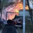 Fabbrica fuochi artificio in fiamme esplode: pompieri fuggono6