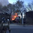 Fabbrica fuochi artificio in fiamme esplode: pompieri fuggono3