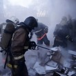 Fabbrica fuochi artificio in fiamme esplode: pompieri fuggono