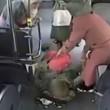 Istanbul, autista devia bus e accompagna donna a partorire 2