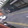 Manchester, ladro ruba auto: proprietario si appende allo sportello2